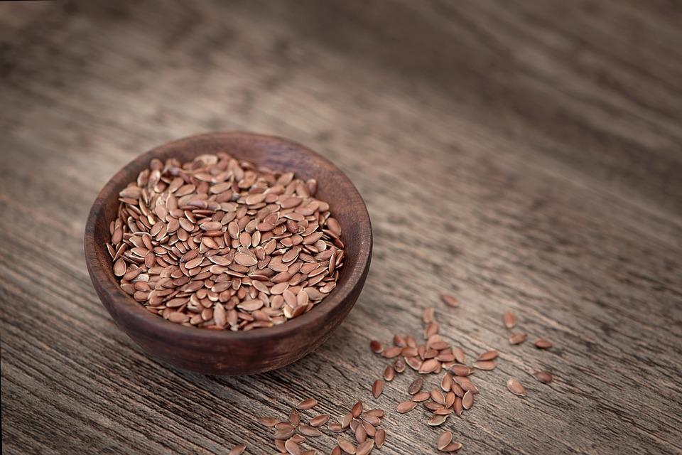 rimedio con i semi per i capelli crespi